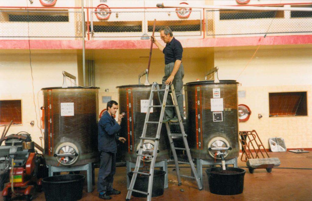 Anni 90 - Le uve del Bricco Laudana e Monte dellOlmo in fermentazione